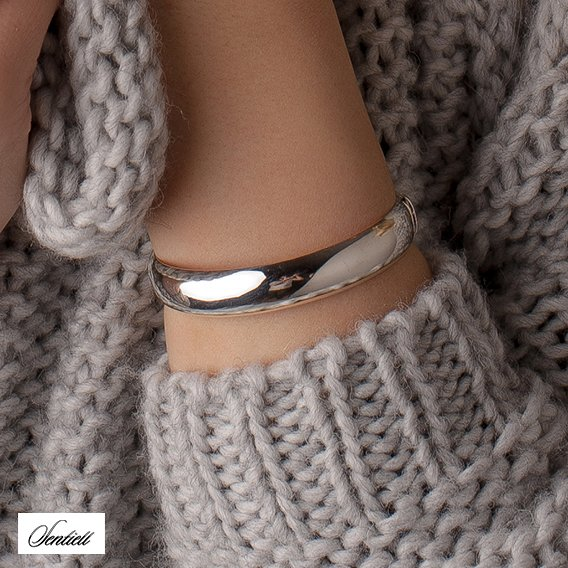 Silver (925) oval bangle